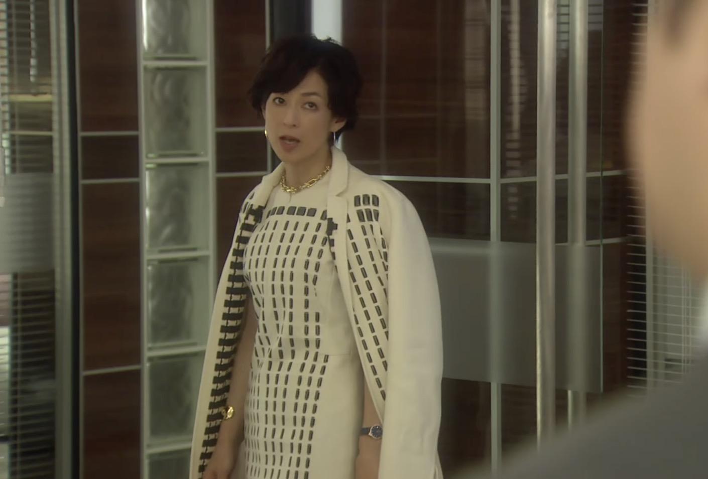 鈴木保奈美のファッション、ドラマ「SUITS/スーツ」第7話で着てたAKRISのコート